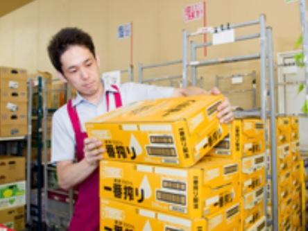 担当はお菓子・一般食品・日用雑貨等の品出しや発注などです。