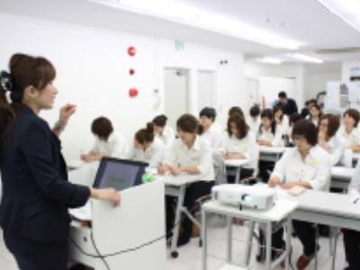 技術だけでなく接客を身に付けれる研修も開催しています。