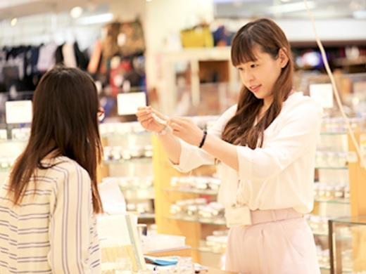 販売スタッフ【karasade_by_anahitastones/あまがさきキューズモール店】