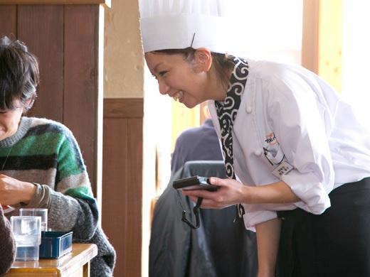 ホールスタッフ(中途)【トレンタ/大曲本店】